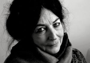 Teater bak blendingsgardiner – om Inni Karine Melbye