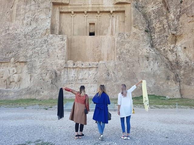 Irans slöjuppror på liv och död